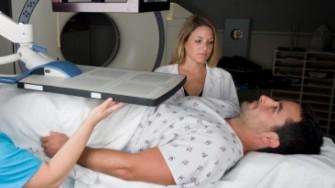 La radiothérapie doit être associée au traitement hormonal dans le cancer de la prostate localement avancé